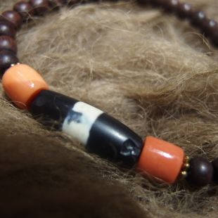 Black & White Chong dzi beads